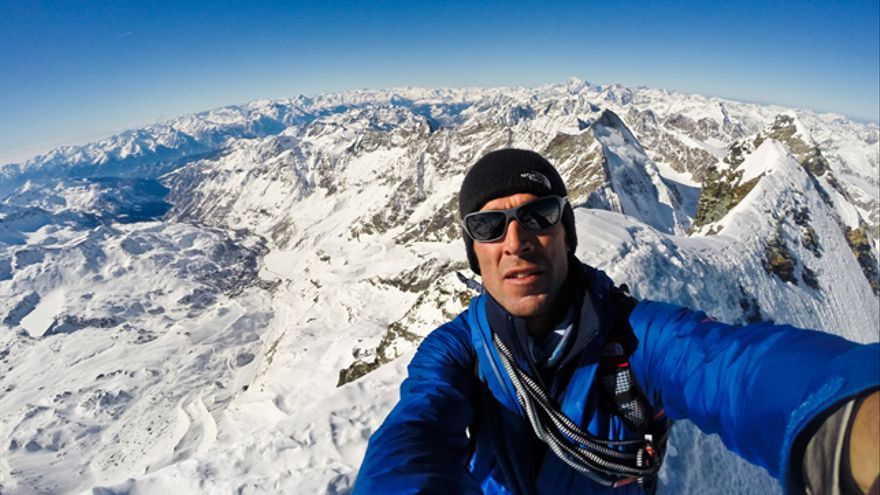 Autorretrato en la cima de Matterhorn (© Hervé Barmasse).