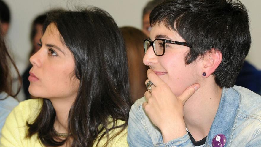 Itxaso Cabrera (izqda) y Violeta Barba (dcha)