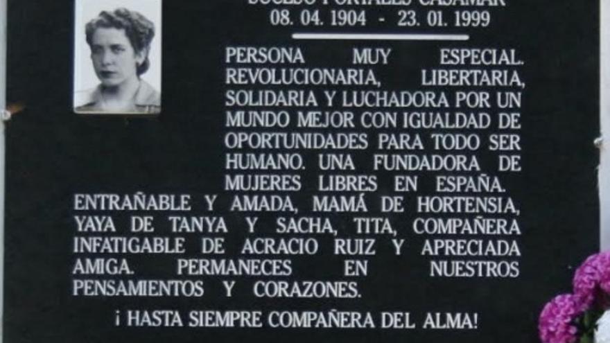 Imagen de la lápida de la tumba de Suceso Portales en su pueblo natal, Zahínos