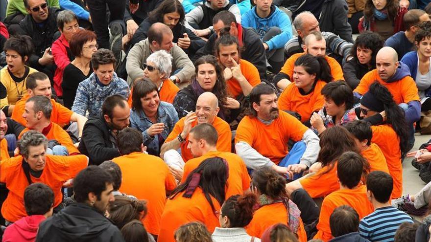 Unas 200 personas arropan a una colaboradora de ETA para impedir su arresto