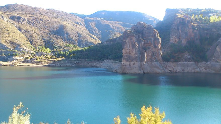 Embalse de Canales, en Granada, a finales de octubre.