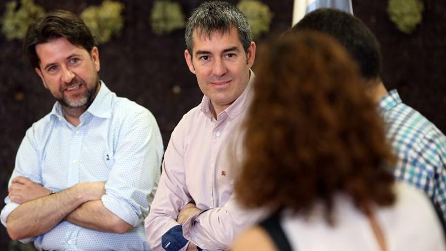 Fernando Clavijo y Carlos Alonso en el acto con los jóvenes./ Europa Press