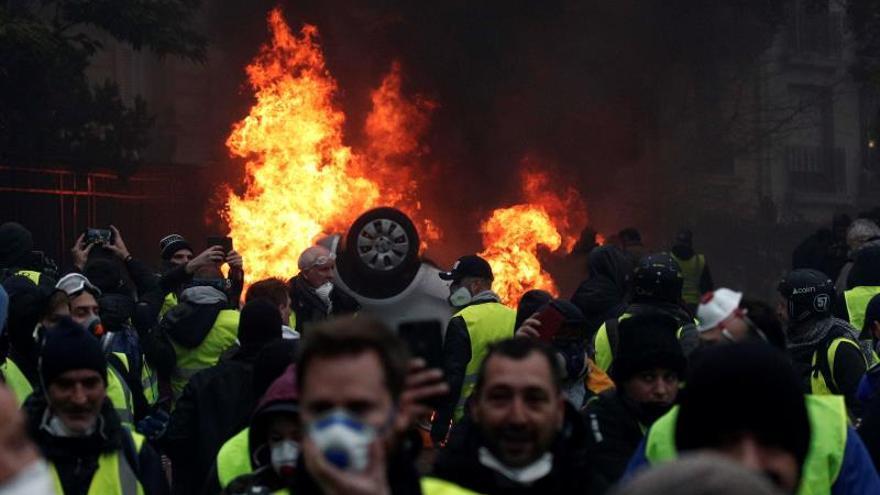 """El Gobierno francés abre consultas por la crisis de los """"chalecos amarillos"""""""