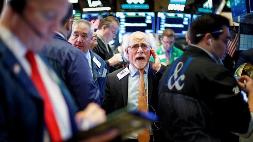 Wall Street sigue mixto a media sesión y el Dow Jones sube un 0,34 %