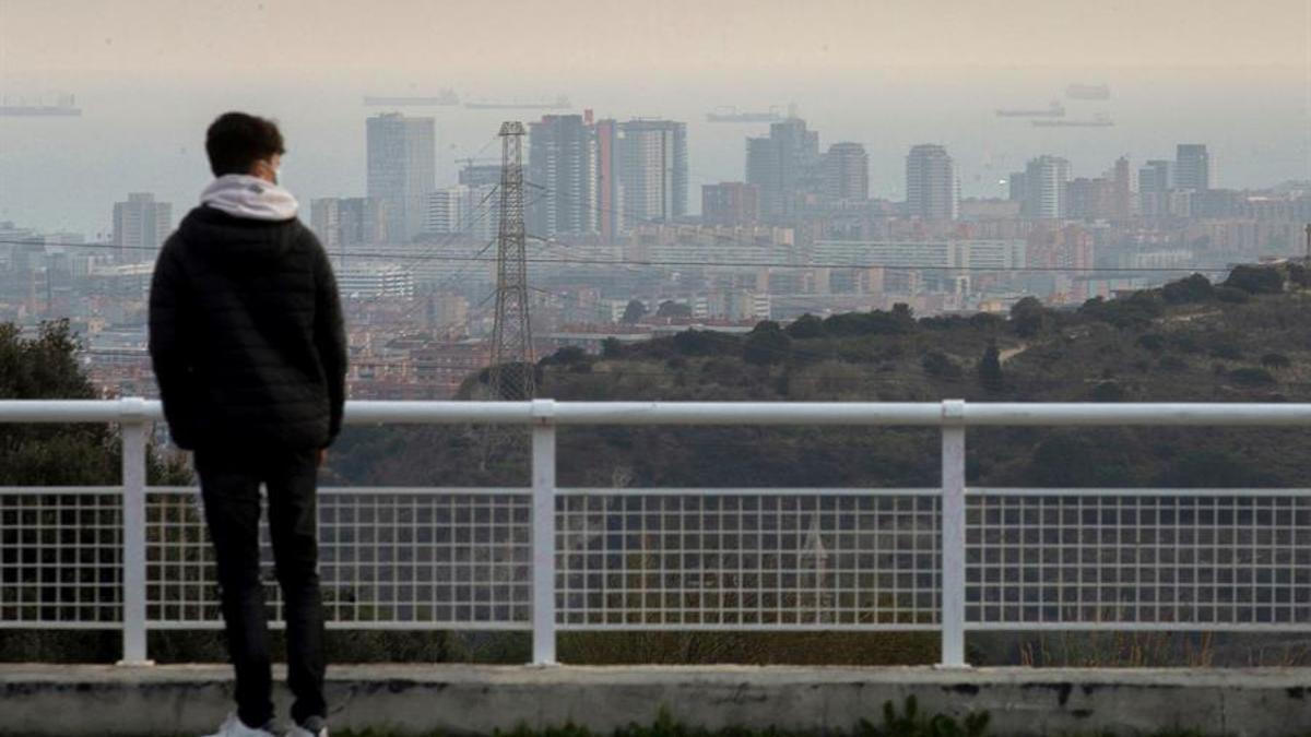 Imagen de Barcelona, donde la Dirección General de Calidad Ambiental del Aire y Cambio Climático ha declarado un episodio de alta contaminación por partículas PM10.