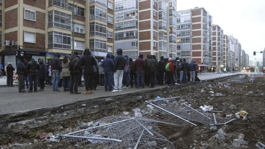 Concentración de vecinos del barrio burgalés de Gamonal. / Efe