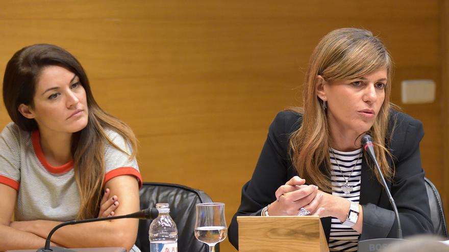 La exconsellera de Bienesta Social, la popular Asunción Sánchez Zaplana (d), comparece en las Corts