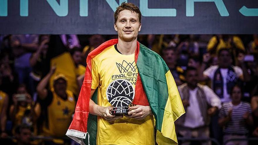 El mejor jugador de la fase final de la Liga de Campeones de Baloncesto, el escolta del Iberostar Tenerife Marius Grigonis.