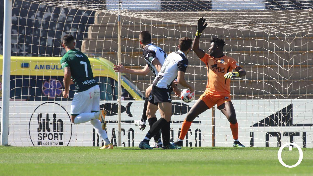 Willy, en el momento del 0-2 al Linense.