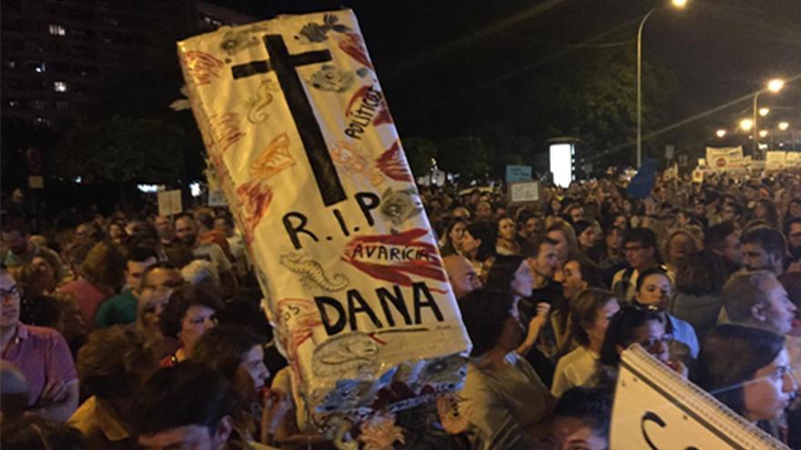 Miles de personas se manifiestan en Murcia para reclamar la recuperación del Mar Menor