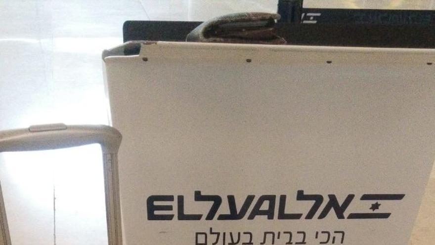 Atril de la compañía aérea israelí en Barajas.