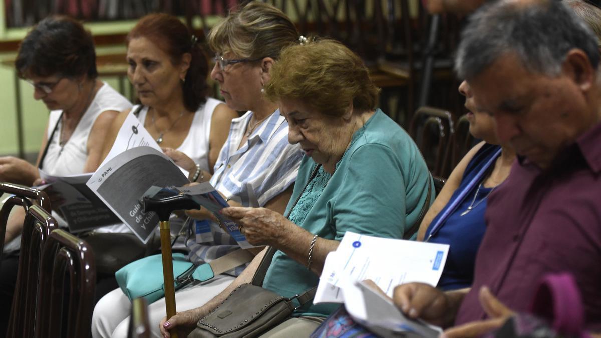 Los jubilados recibirán aumentos según la variación de los salarios y la recaudación.