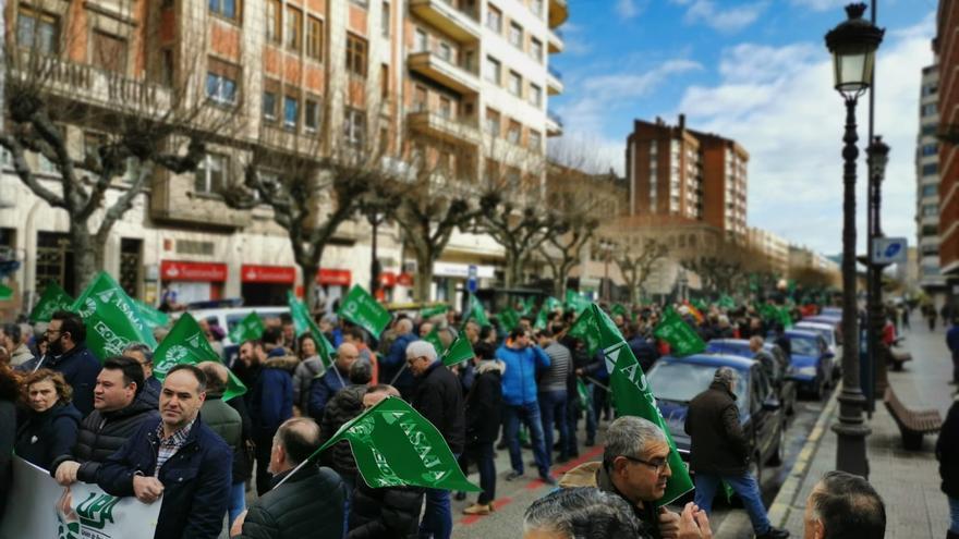Manifestación de agricultores y ganaderos en Burgos.