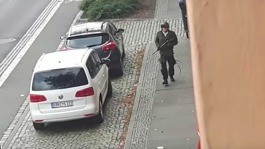 El terrorista de Halle durante su ataque a la sinagoga