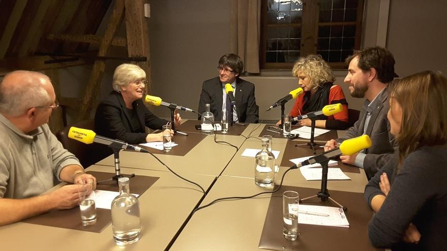 Momento de la entrevista con Puigdemont y los exconsellers