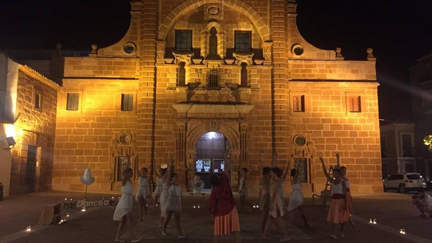 Representación de la muerte y entierro de Cervantes a cargo de Danzea / Ayuntamiento