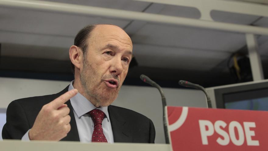 """Rubalcaba pide al PP que aclare """"quién está detrás"""" del dinero de Bárcenas en Suiza"""