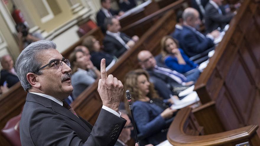 Román Rodríguez en el Parlamento de Canarias