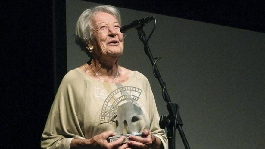 """Asunción Balaguer da la alternativa teatral a su nieto en """"Una vida robada"""""""