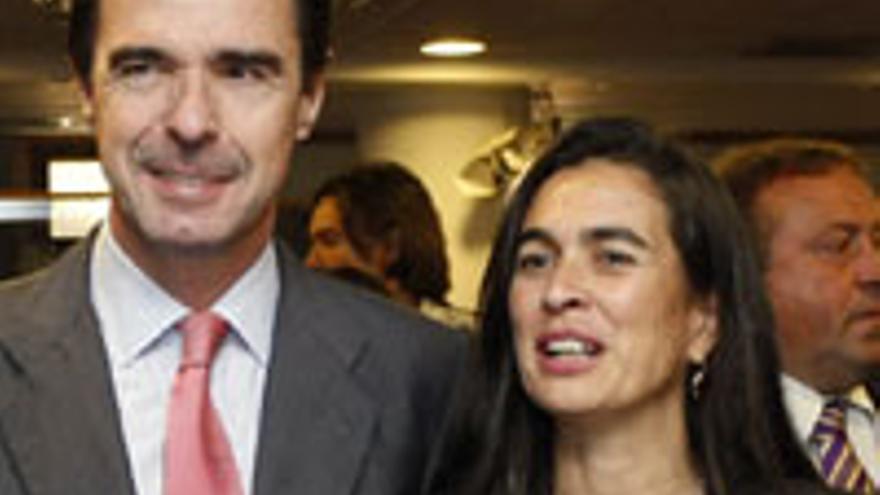 Soria, con corbata rosada, junto a Hernández Bento.