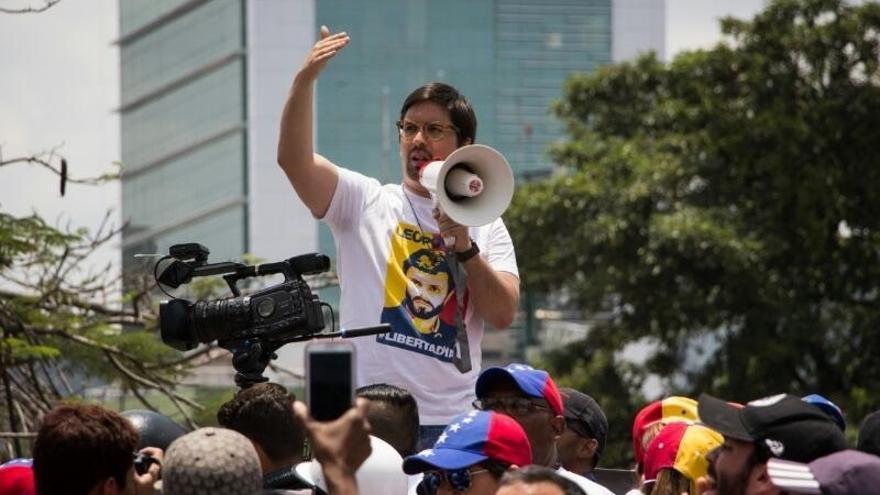 El Gobierno critica la decisión de Maduro de armar y expandir las milicias civiles de apoyo al Ejército