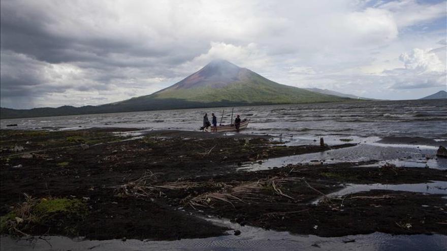 La erupción del volcán Momotombo de Nicaragua, un espectáculo para turistas