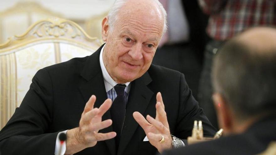 Rusia y el enviado de la ONU para Siria buscan sentar a negociar a oposición y Gobierno