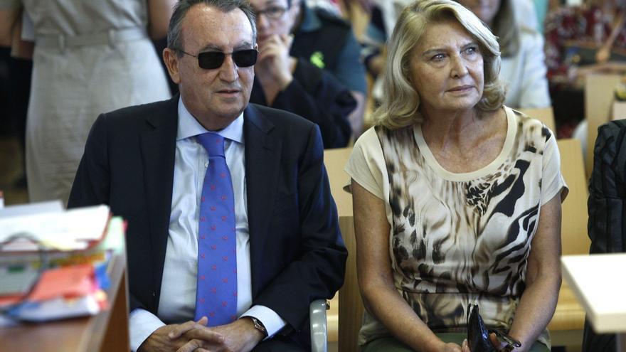 """Llamazares dice que los cargos que mantiene Carlos Fabra demuestran el """"desacato político"""" del PP a su condena"""