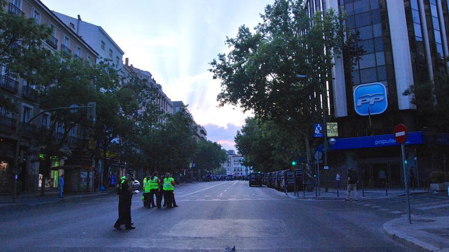 La policía bloqueó las calles aledañas a Génova.