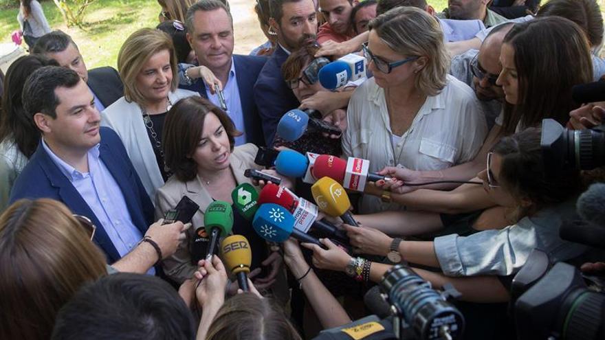 """S.Santamaría culpa a Sánchez del """"riesgo real"""" de que le superen Podemos-IU"""