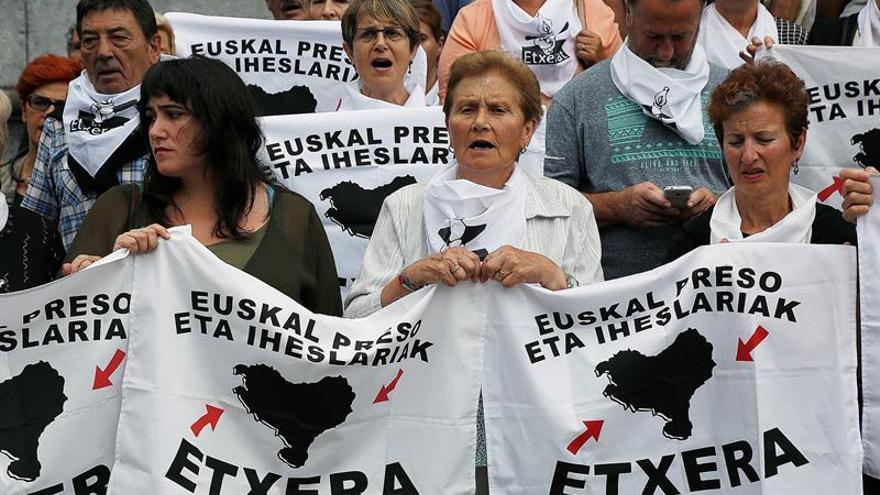 La APAVT pide prohibir concentraciones de Etxerat de apoyo a los presos de ETA