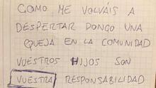 Cartel dejado por un vecino al periodista Nacho Duque