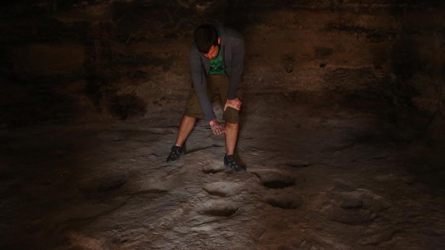 Cazoletas en la Cueva 7 de Risco Caído (ALEJANDRO RAMOS)