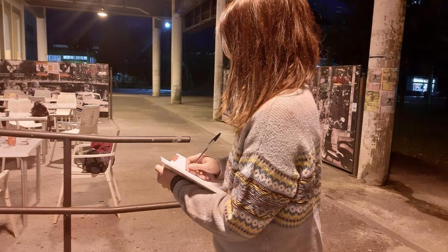 Imagen de Laura (nombre ficticio) en la universidad en la que estudió