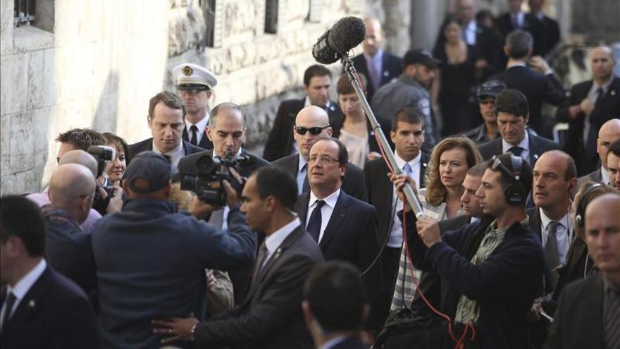 Hollande llega a Ramala en su primera visita oficial a Palestina