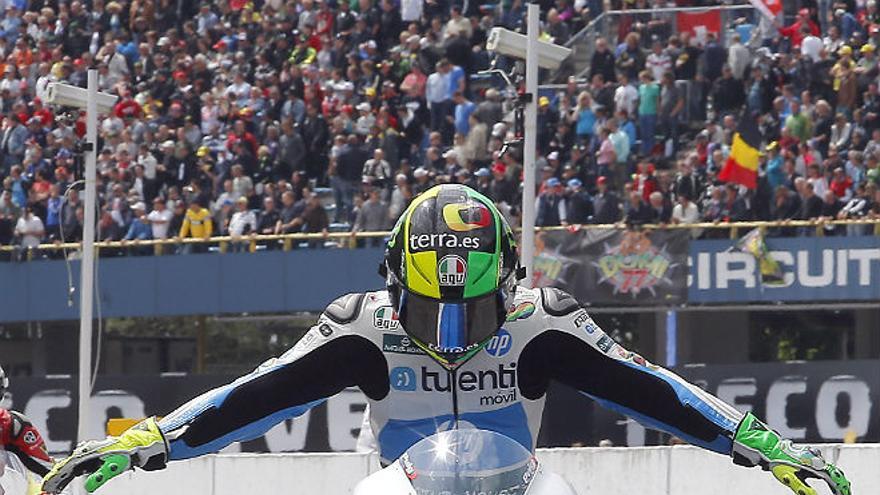Pol Espargaró, del Tuenti HP 40 Team, festeja su triunfo en el GP de Holanda (Foto: Tuenti HP 40 Team)