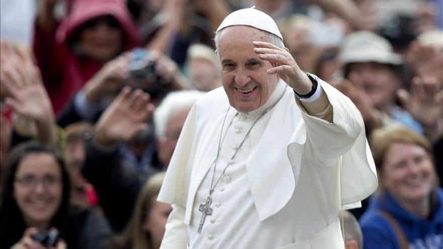 Presos elaboran regalos y adecentan la cárcel que visitará el papa en Bolivia
