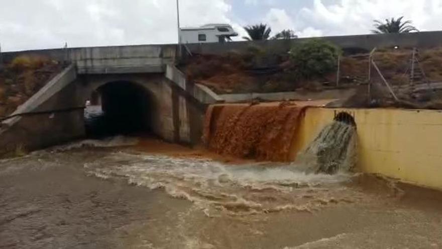 Efecto de las lluvias registradas este martes en Vecindario.