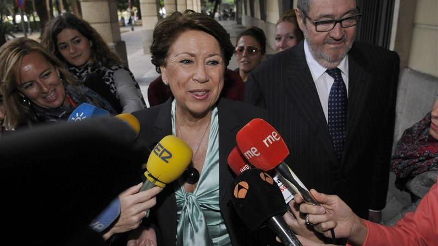 Alaya embarga a Magdalena Álvarez seis inmuebles y cinco cuentas bancarias