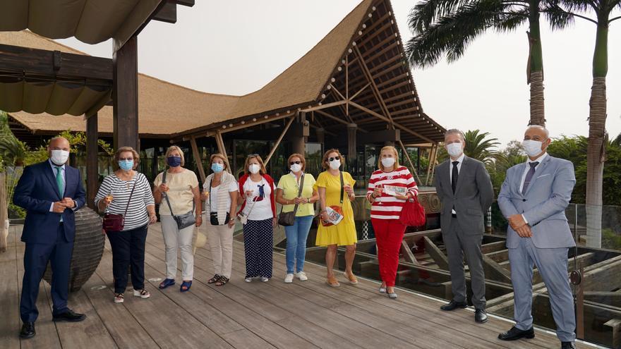 El Lopesan Baobab Resort reabre sus puertas y recibe a las primeras clientas de la temporada de verano