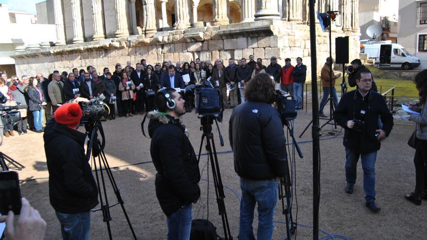 Medios de comunicación extremeños, cubriendo la rueda de prensa de Guillermo Fernández Vara / JCD