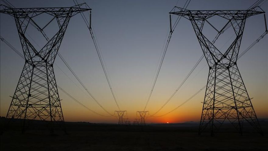 El consumo eléctrico sube un 1,9 % en 2015 tras 4 años consecutivos a la baja