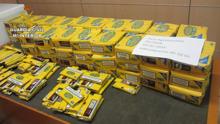 La Guardia Civil interviene 1.130 cajetillas y paquetes de tabaco en el aeropuerto de Lanzarote.