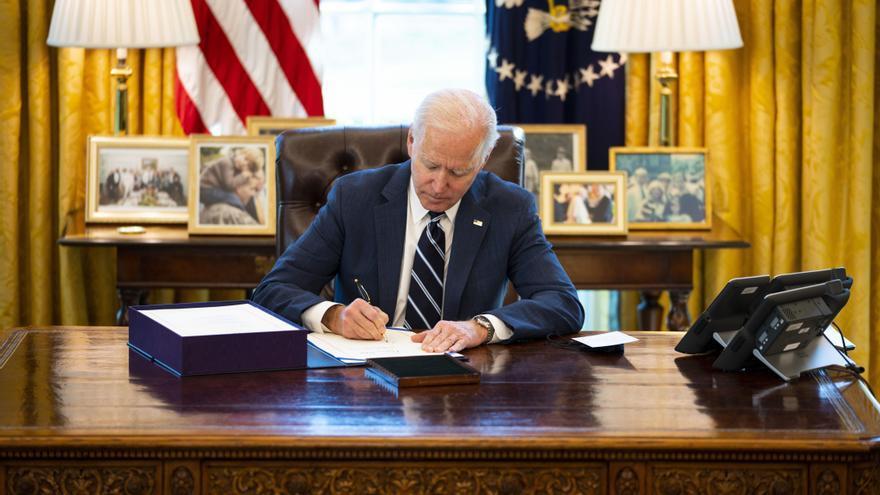Biden firma el tercer rescate fiscal en EE.UU. contra la pandemia