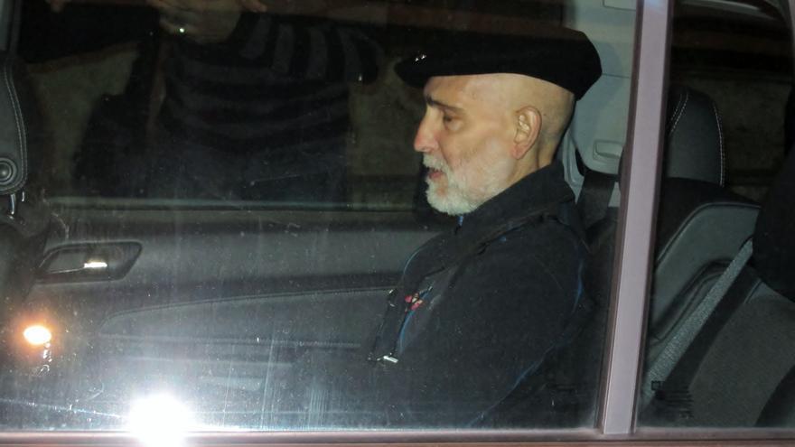 Bolinaga abandona el hospital Donostia acompañado de sus familiares y de miembros de Herrira