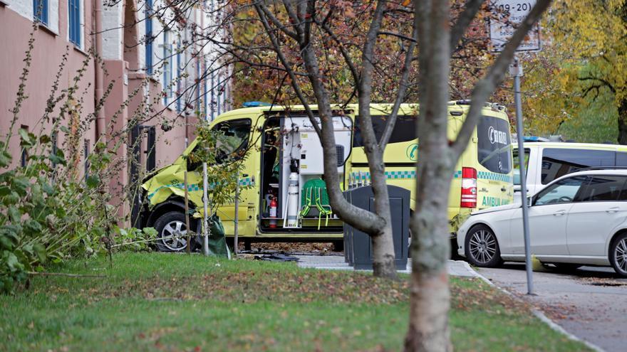 Un hombre armado roba una ambulancia y atropella a varias personas en Oslo.