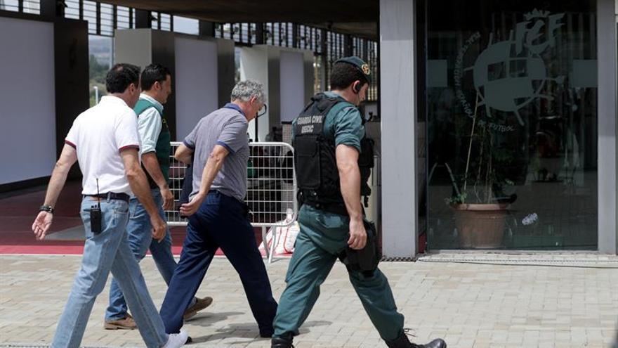 Villar sigue retenido por la Guardia Civil y la RFEF retoma su actividad