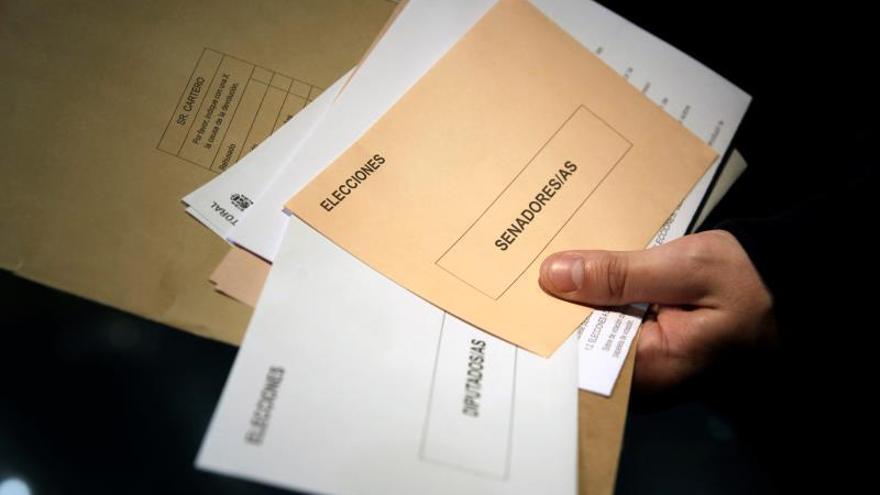 Correos amplía el horario de sus 2.400 oficinas para el voto por correo