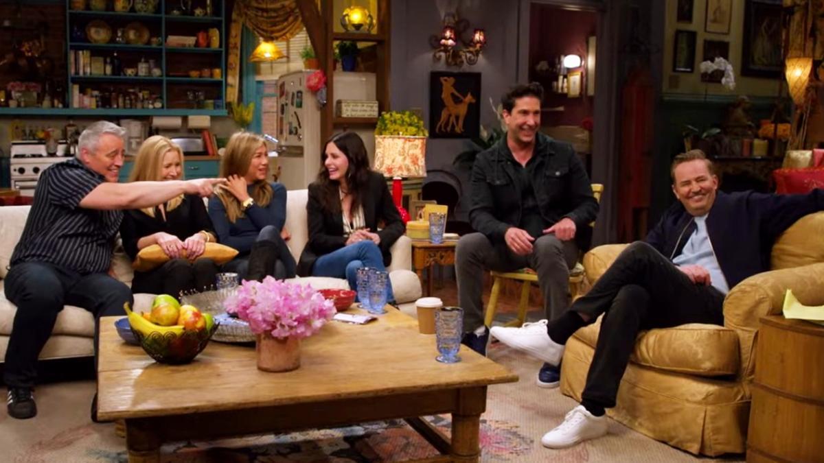Imagen de 'Friends: The Reunion', con los protagonistas de nuevo en el apartamento de Mónica