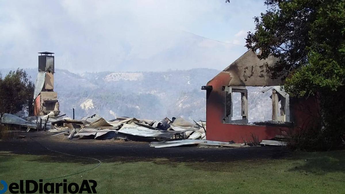 Así quedó la casa incendiada en las afueras de El Bolsón